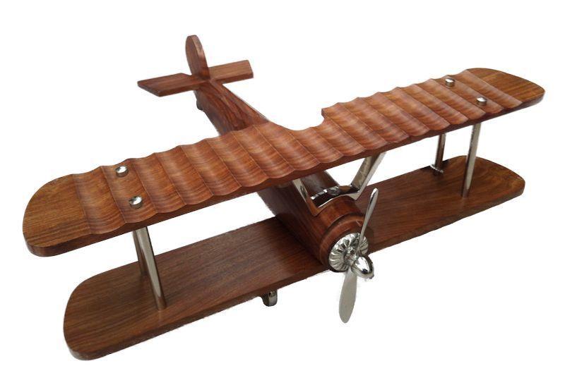 Zeer mooi afgewerkt vliegtuig van mooie luxe materialen. Hout en ...