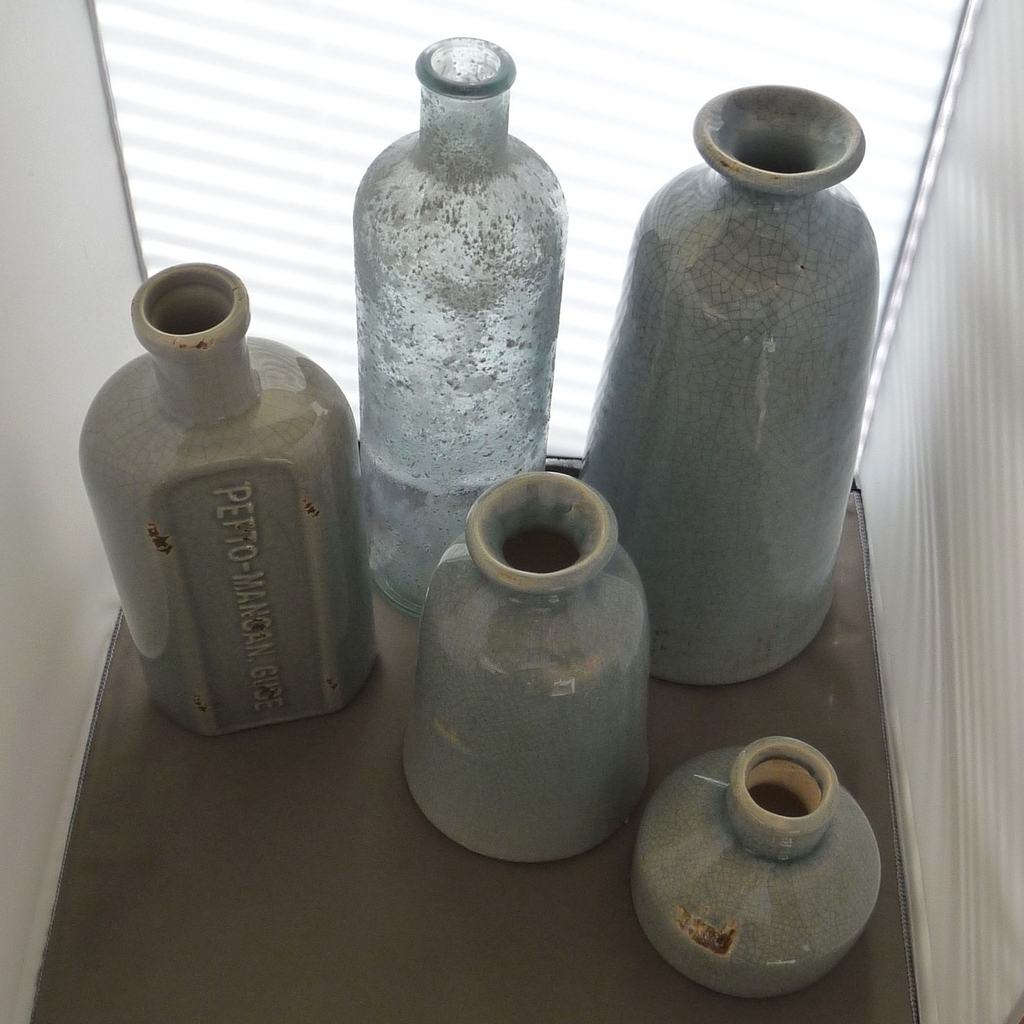 Decoratie vaas fles gerecycled glas terra blue 32 cm for Decoratie in vaas